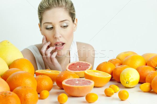 Portret jonge vrouw citrus fruit voedsel vrouwen jonge Stockfoto © phbcz
