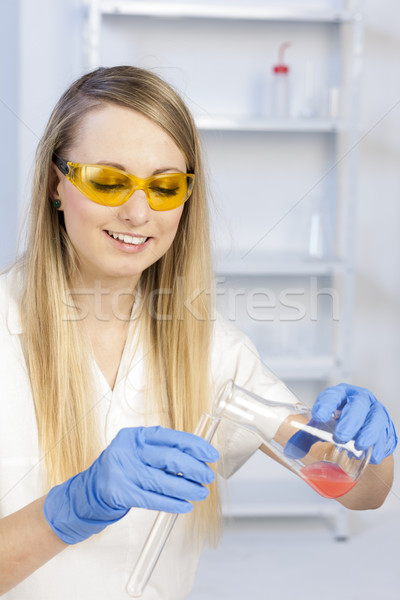 Foto stock: Experimento · laboratorio · mujeres · gafas · de · trabajo