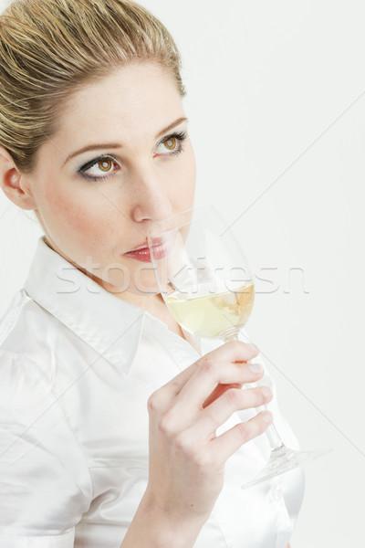 Ritratto degustazione vino bianco donna giovani Foto d'archivio © phbcz