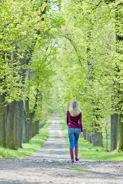 Donna indossare stivali di gomma primavera vicolo albero Foto d'archivio © phbcz