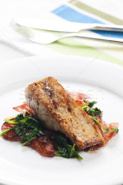 Fileto sıcak ıspanak domuz pastırması salata balık Stok fotoğraf © phbcz