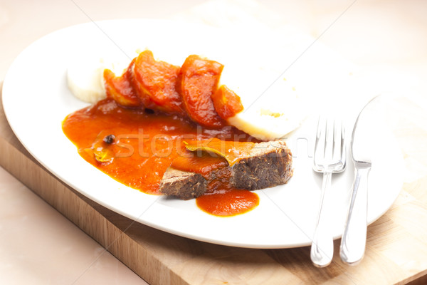 Carne de vacuno carne salsa de tomate placa cuchillo comida Foto stock © phbcz