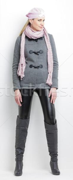 ストックフォト: 立って · 女性 · 着用 · 冬 · 服 · ファッション