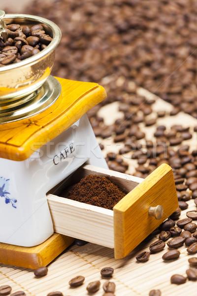 Pormenor café moinho grãos de café terreno Foto stock © phbcz