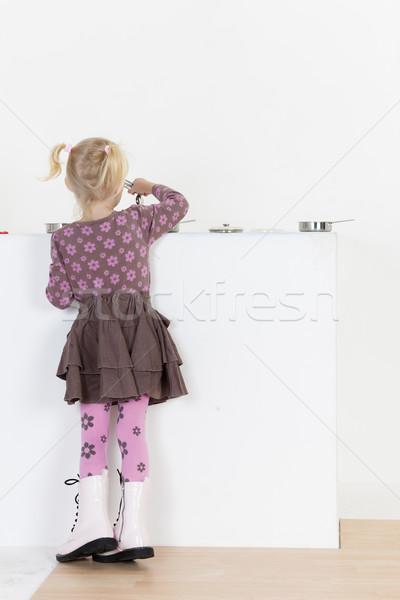 Küçük kız oynama çocuk yemek kız oyuncak Stok fotoğraf © phbcz
