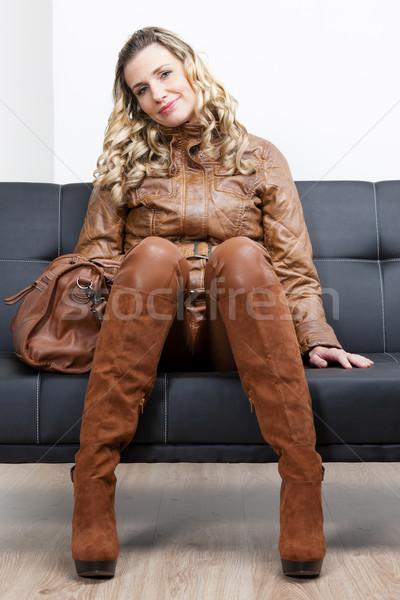 Kobieta brązowy ubrania buty torebka Zdjęcia stock © phbcz