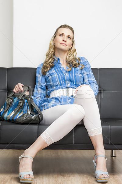женщину Летняя обувь сумочка сидят диван Сток-фото © phbcz