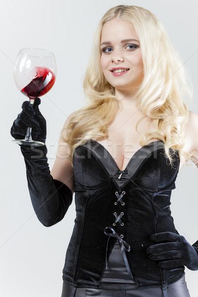 Portret jonge vrouw glas rode wijn vrouw zwarte Stockfoto © phbcz