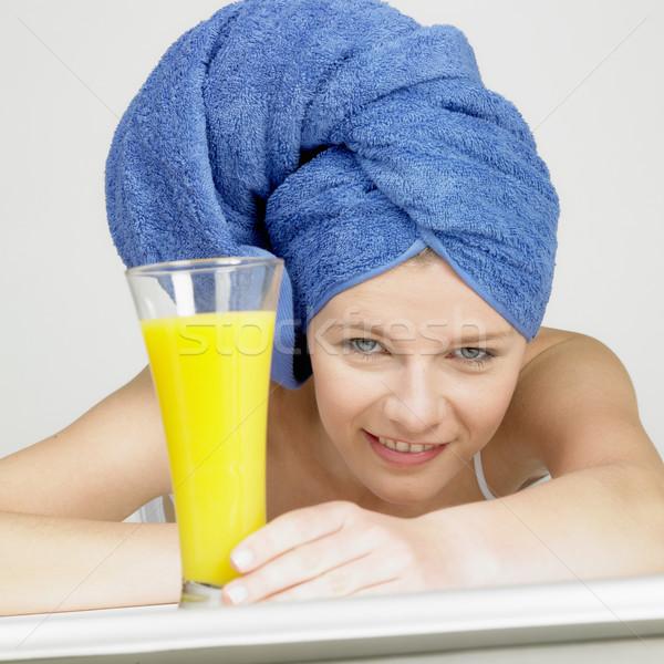 Vrouw tulband glas sap gezondheid bril Stockfoto © phbcz