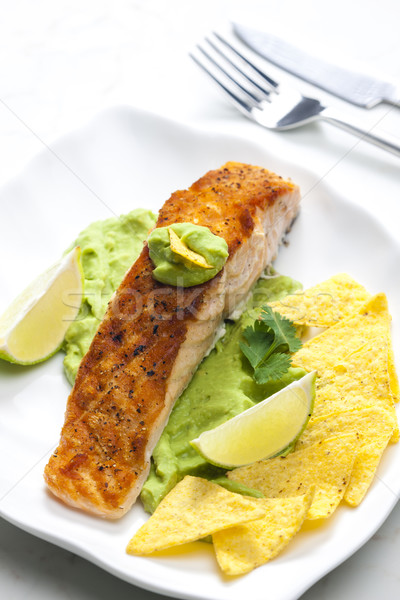 Grillés saumon filet avocat sauce nachos Photo stock © phbcz