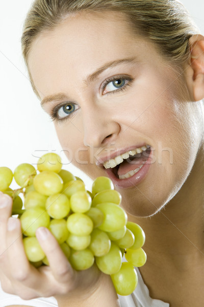 Portrait femme raisins fruits jeunes raisins Photo stock © phbcz