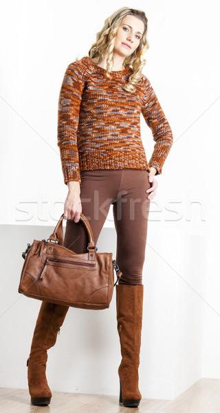 Permanente vrouw bruin kleding laarzen Stockfoto © phbcz