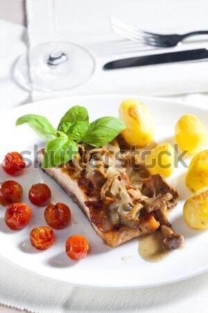 Alla griglia salmone funghi pomodorini piatto forcella Foto d'archivio © phbcz