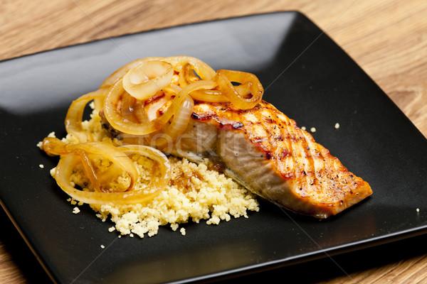 Alla griglia salmone cipolla couscous piatto pasto Foto d'archivio © phbcz