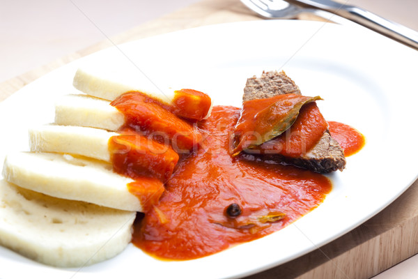 Carne de vacuno carne salsa de tomate placa comida plato Foto stock © phbcz