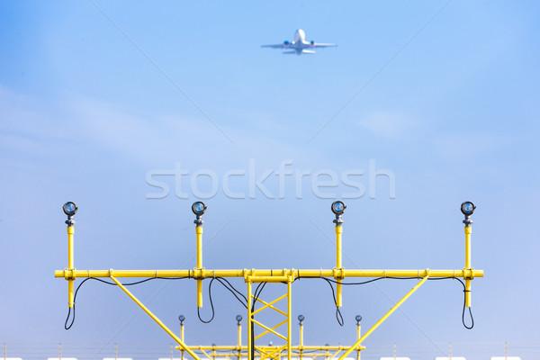 Aterrizaje luces pista Praga República Checa avión Foto stock © phbcz