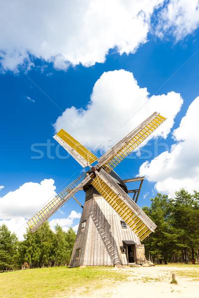 Moulin à vent parc bâtiment Europe extérieur Photo stock © phbcz