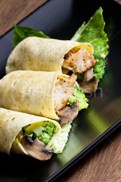 Tortilla tavuk et sebze plaka mantar Stok fotoğraf © phbcz