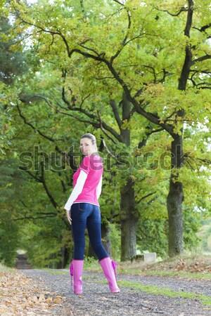 Donna indossare stivali di gomma vicolo donne rosa Foto d'archivio © phbcz
