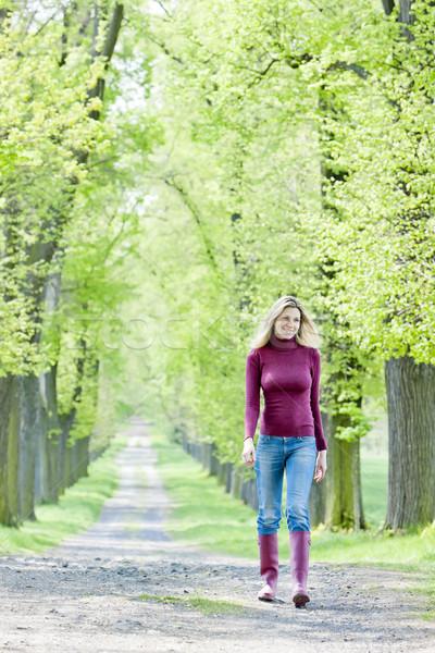 Nő visel gumicsizma sétál tavasz sikátor Stock fotó © phbcz