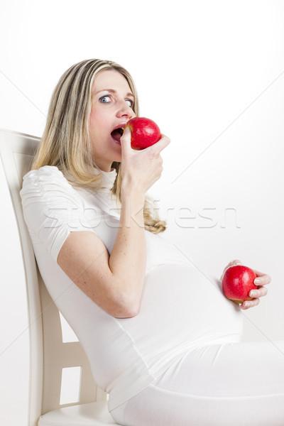 Ritratto donna incinta mangiare mela rossa donne mela Foto d'archivio © phbcz