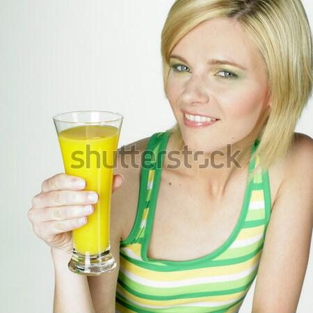 Kobieta szkła soku okulary młodych sam Zdjęcia stock © phbcz