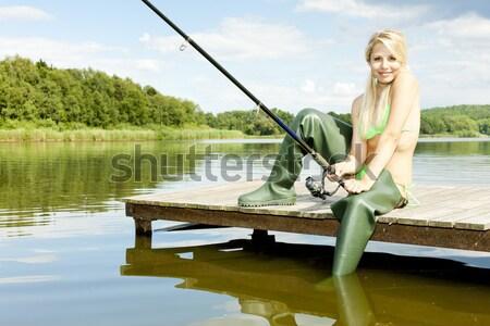 Pesca mujer sesión barco mujeres botas Foto stock © phbcz