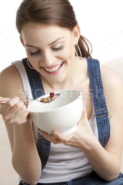 Zdjęcia stock: Portret · kobieta · jedzenie · zboża · młodych · sam