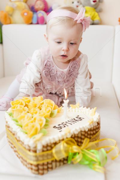 Portret vergadering meisje verjaardagstaart kind Stockfoto © phbcz