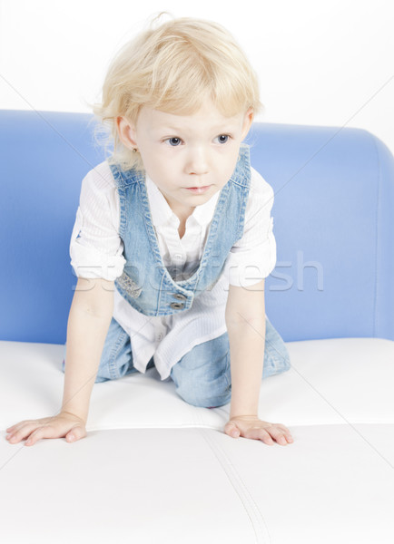 Kislány térdel kanapé lány divat gyermek Stock fotó © phbcz