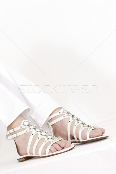 Detalle sesión mujer blanco sandalias Foto stock © phbcz