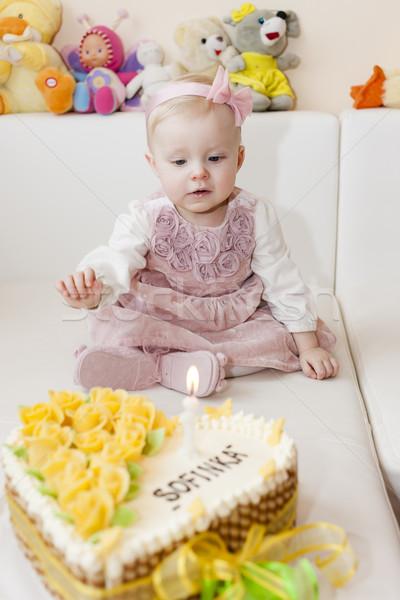 Vergadering meisje verjaardagstaart kind verjaardag Stockfoto © phbcz