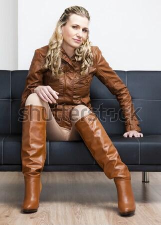 женщину черный экстравагантный одежды сидят Сток-фото © phbcz