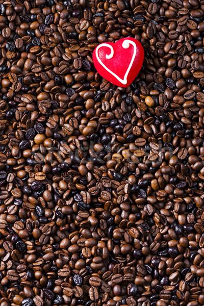 Stilleven koffiebonen marsepein hart voedsel Rood Stockfoto © phbcz