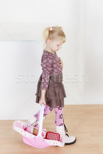 Kleines Mädchen spielen Puppe Mädchen Kind kid Stock foto © phbcz