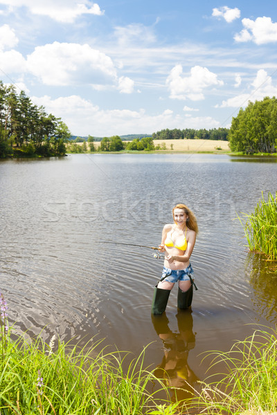 Mulher jovem pescaria lagoa verão mulher biquíni Foto stock © phbcz