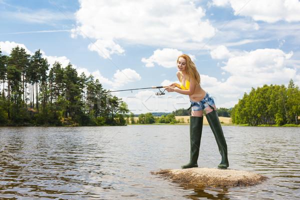 Stockfoto: Jonge · vrouw · vissen · vijver · zomer · vrouw · bikini