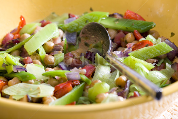 Meleg saláta csirke zöldborsó póréhagyma étel Stock fotó © phbcz