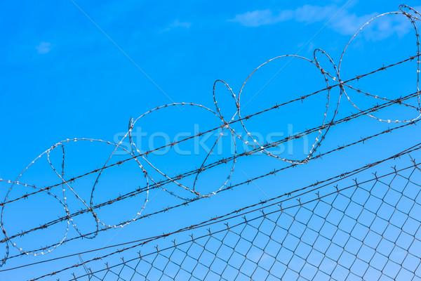 Fios aeroporto cerca objeto arame farpado fronteira Foto stock © phbcz