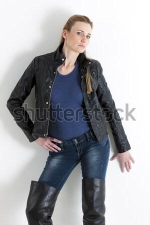 Portret permanente vrouw zwarte kleding Stockfoto © phbcz