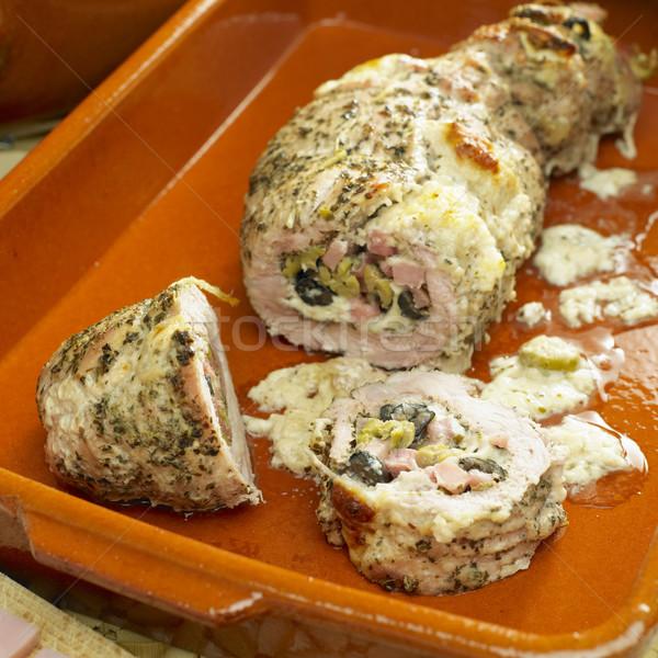 Borjúhús zsemle kecskesajt étel edények tányérok Stock fotó © phbcz