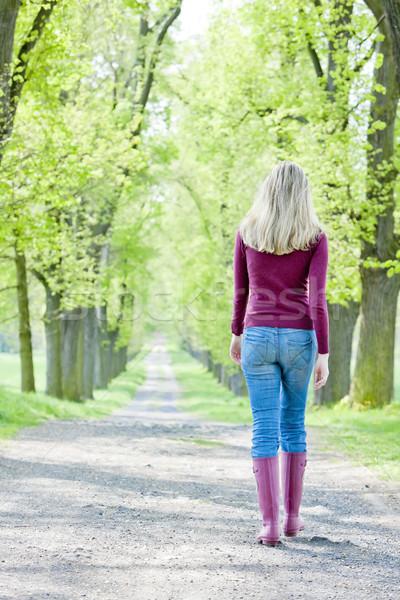 Donna indossare stivali di gomma primavera vicolo donne Foto d'archivio © phbcz