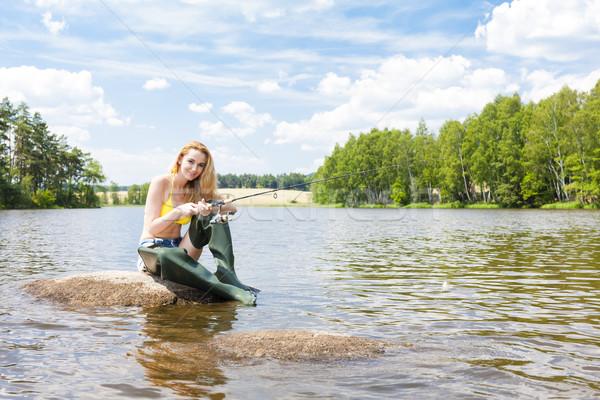Genç kadın balık tutma gölet yaz kadın bikini Stok fotoğraf © phbcz