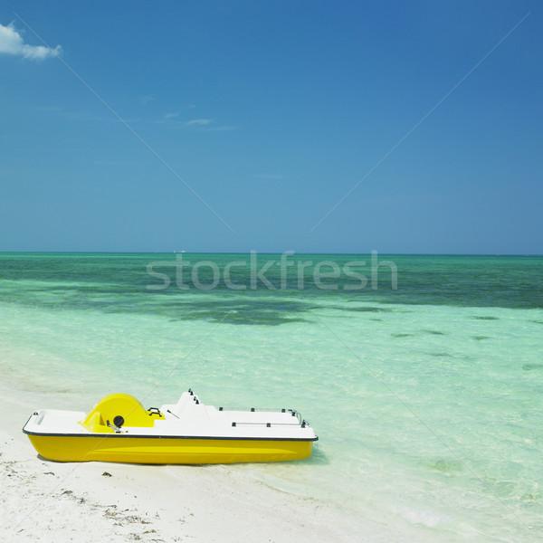 Barco playa agua mar viaje Foto stock © phbcz