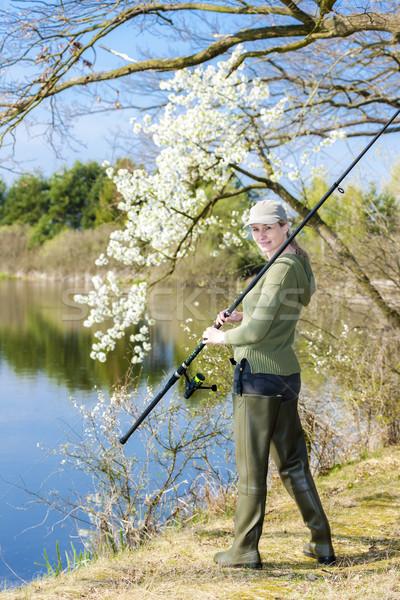 Kadın balık tutma gölet bahar kadın şapka Stok fotoğraf © phbcz