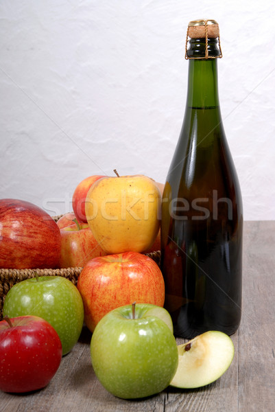 Bouteille cidre pommes table en bois fruits verre Photo stock © philipimage