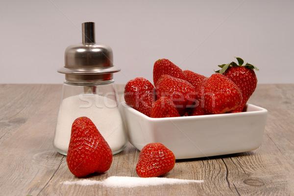 Fresas azúcar mesa de madera hoja frutas salud Foto stock © philipimage