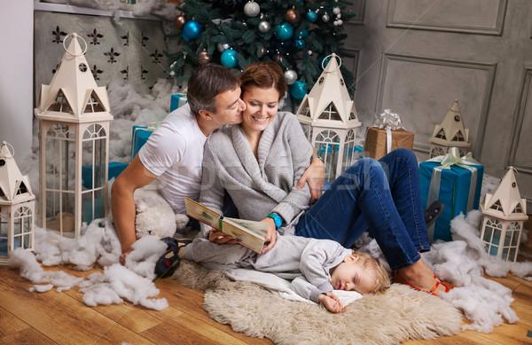 Alegre casal leitura livro criança filho Foto stock © photobac