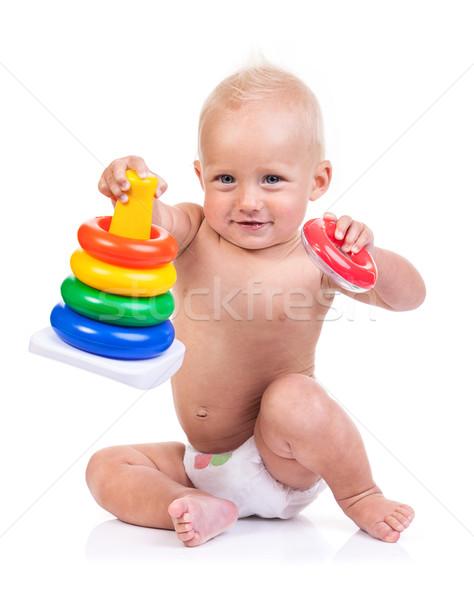 Bonitinho pequeno menino jogar pirâmide brinquedo Foto stock © photobac
