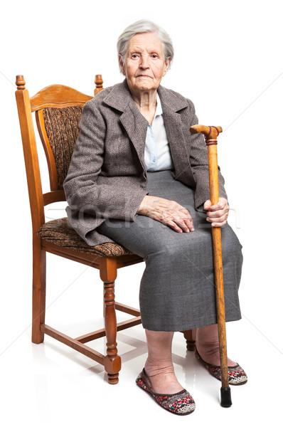 ストックフォト: シニア · 女性 · 徒歩 · スティック · 座って · 椅子